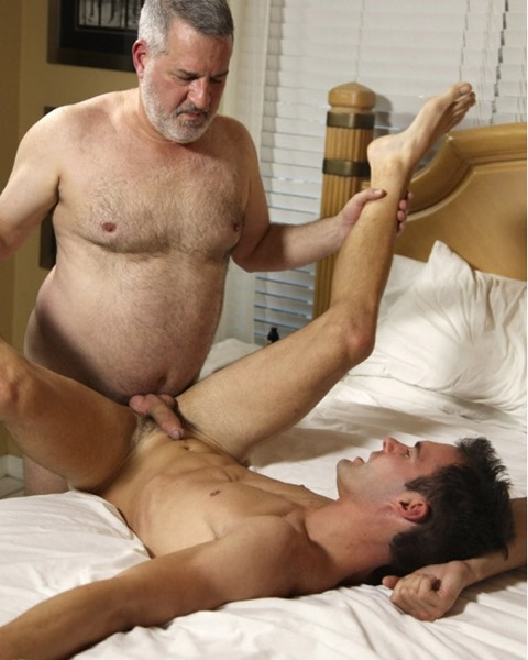hot-older-male-old-daddy-fucks-hot-stud